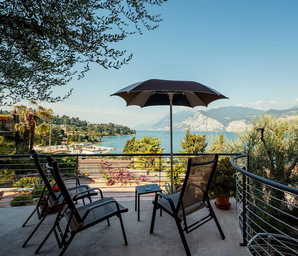 Hotel Antonella Malcesine - Home - Slider - tavolini