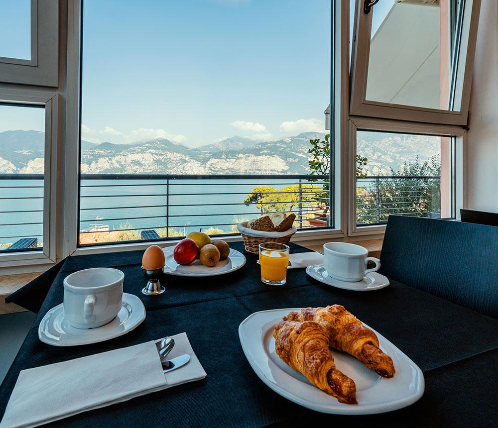 Hotel Antonella Malcesine - Home - Slider - colazione