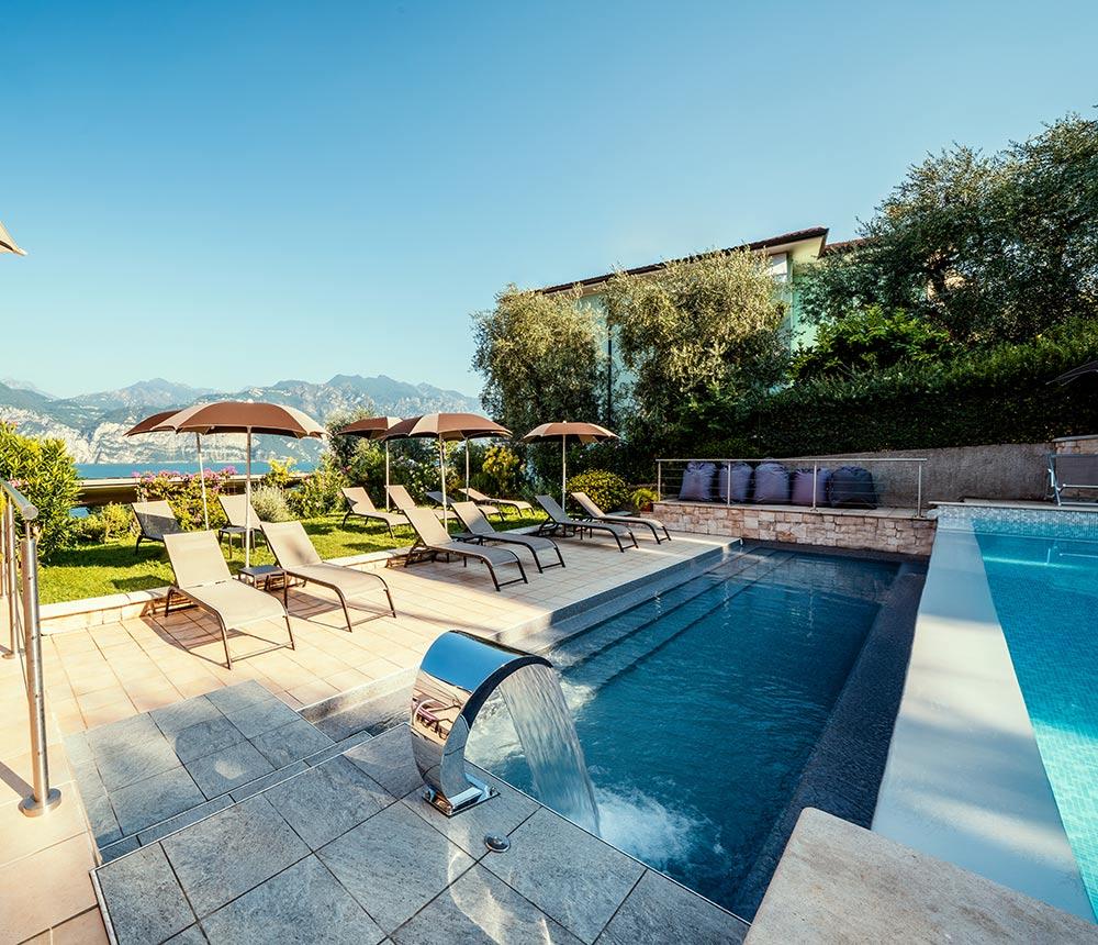 Hotel Antonella Malcesine - Home - Slider - piscina - sdraio
