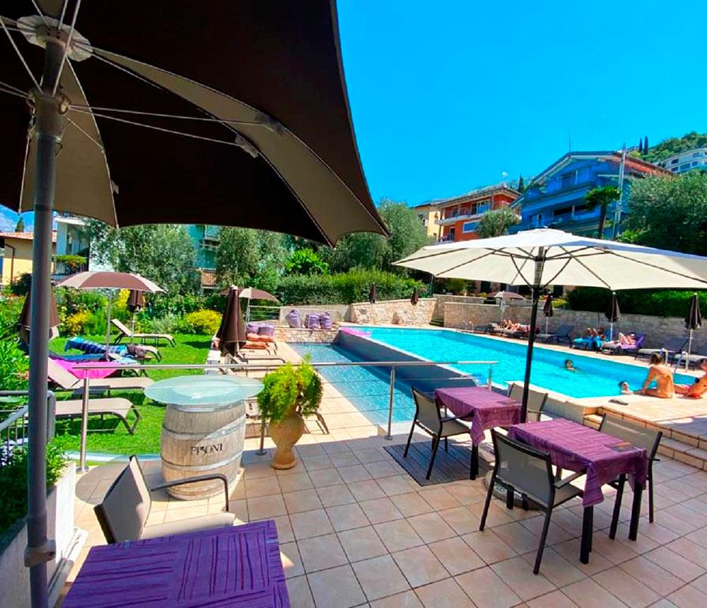 Hotel Antonella Malcesine - Hotel - Slider - piscina - ombrelloni