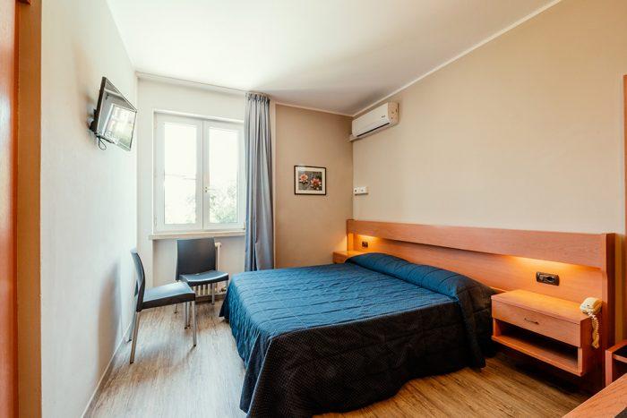 Hotel Antonella Malcesine - Camere - vista - monte - arredo