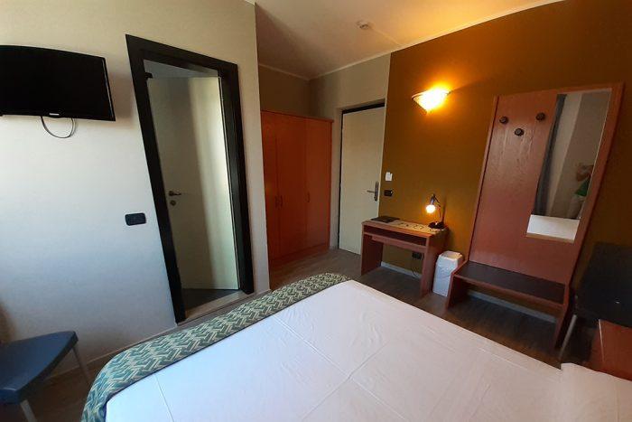 Hotel Antonella Malcesine - Camere - vista - piscina - letto