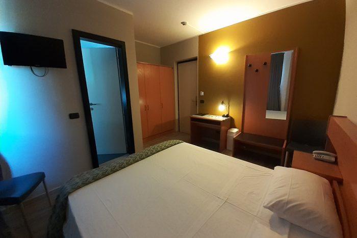 Hotel Antonella Malcesine - Camere - vista - piscina - interno